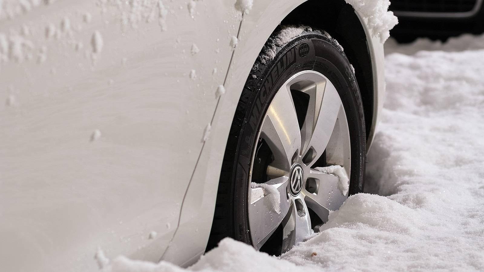 Kış lastikleri soğuk havada neden daha iyi yol tutar?